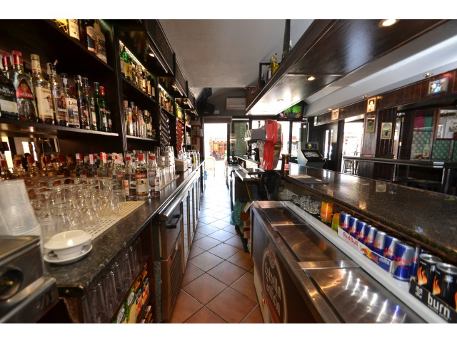 PRIME LOCATION BAR ON MAIN MAGALUF PARTY STRIP