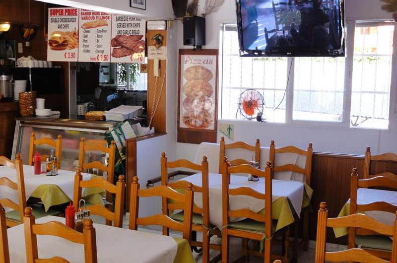 LONG STANDING AND BUSY MAGALUF CAFE / RESTAURANT
