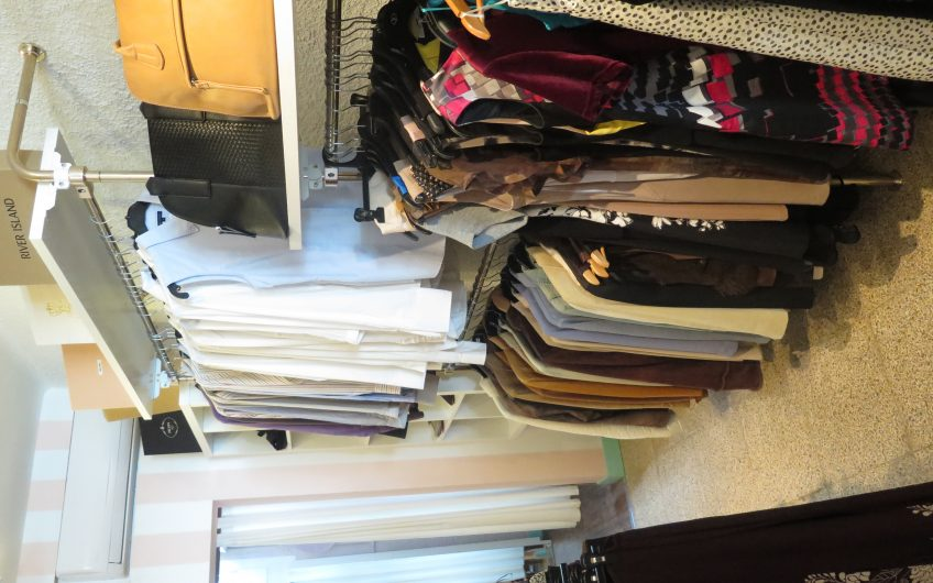 Vintage/Second Hand Designer Clothes Shop In Portals For Sale